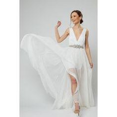 Rochie de mireasa din matase naturala, cu un decolteu adanc in forma de V. Este o rochie usor de purtat, comoda, fara trena.  Centura din pietre pretioase aduce o evidentiere armonioasa a taliei. Cele 2 deschideri pe picior, fac din aceasta rochie una sexy si seducatoare. Bridal Dresses, Prom Dresses, Formal Dresses, Fashion, Shapes, Wedding Dresses, Formal Gowns, Fashion Styles, Bridesmade Dresses