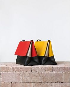 French fashion house Celine unveiled their new summer 2014 bags and handbags collection. The iconic Celine Luggage Tote and Celine Trapeze Handbags Online, Handbags On Sale, Backpack Travel Bag, Tote Bag, Celine Trapeze Bag, Thrift Store Outfits, Kate Spade Purse, Beautiful Bags, Scrappy Quilts