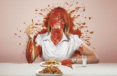 Schadenfreude - Wäre vielleicht ganz witzig:  - Miniportion Ketchup auf dem Tisch aber ein riesen Fleck - EIne Bananenschale auf dem Boden aber ein ganzes Schlachtfeld an Leuten, die darauf ausgerutscht sind - Eine Torte im Gesicht aber der Mensch komplett mit Zeug bedeckt... weischwieichmein