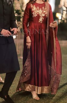 Shadi Dresses, Pakistani Formal Dresses, Pakistani Dress Design, Indian Dresses, Indian Outfits, Pakistani Fashion Party Wear, Pakistani Wedding Outfits, Desi Wedding Dresses, Party Wear Dresses