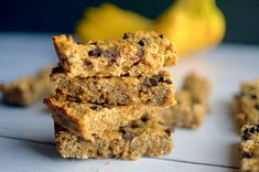 Peanut Butter Banana Granola Bars are a healthy and delicious snack made easy with only 5 REAL ingredients! Also gluten-free and vegan! Healthy Snacks To Make, Yummy Snacks, Snack Recipes, Yummy Food, Delicious Recipes, Protein Recipes, Healthy Protein, Protein Bars, Free Recipes