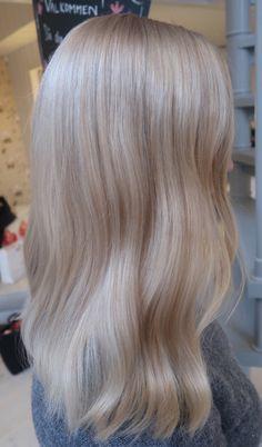 Blonde Hair Looks, Brown Blonde Hair, Medium Ash Blonde Hair, Pearl Blonde, Blonde Hair Inspiration, Hair Inspo, Aesthetic Hair, Brown Aesthetic, Beige Hair