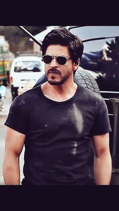 Ye srf star nahi duniya ha meri From S. Shahrukh Khan And Kajol, Aamir Khan, Bollywood Actors, Bollywood Celebrities, Elvis Presley, My Name Is Khan, Srk Movies, Peinados Pin Up, Sr K