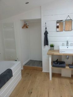 Great house ideas here - including bathroom with hanging nook