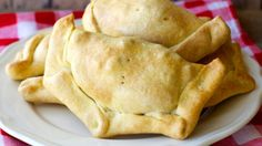 There are many different types of empanadas, and the truth is there isn't one I've tasted that I didn't like.  I really like Colombian empanadas and…