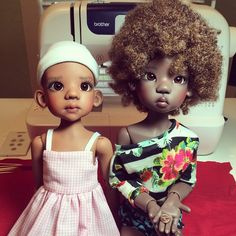 Nala and Lana went to grandma's where this little baby, Oona, lives. Nala got a lucky penny! Dolls by Kaye Wiggs (Talyssa on left, Miki on right). #dolls #dollstagram #kayewiggs #balljointeddoll