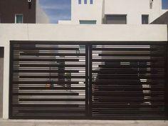 porton herreria minimalista - Buscar con Google Grill Gate Design, House Main Gates Design, Steel Gate Design, Front Gate Design, Window Grill Design, Door Gate Design, Fence Design, House Design, Front Gates