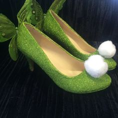 Mid Heeled Tinkerbell shoes green sparkly by TheFlamingoUnicorn Tinkerbell Shoes, Tinkerbell Party, Pixie Costume, Dapper Day Outfits, Peter Pan Costumes, Muses Shoes, Halloween Karneval, Tinker Bell Costume, Disney Inspired Outfits