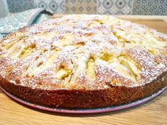 Ruckzuck-Apfelkuchen – ein leckerer Herbstkuchen Simple and quick recipe for delicious sunken apple pie – a great autumn cake that will delight even children. Easy Baking Recipes, Quick Recipes, Quick Easy Meals, French Desserts, Easy Desserts, Dessert Recipes, French Apple Cake, Tasty Bakery, Fall Cakes