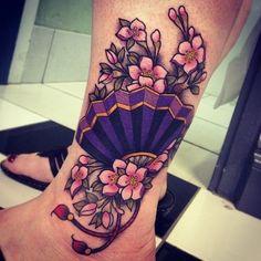 Tatuagem Leque e flores | Arte Tattoo - Fotos de tatuagens