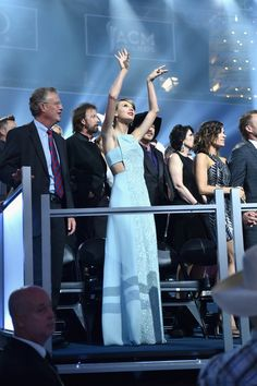 Taylor Swift Shows Off Her Signature Dance Moves at ACM Awards Photo Taylor Swift waves her arms in the air while dancing at her seat in the audience of the 2015 Academy of Country Music Awards held at AT&T Stadium on Sunday (April… Taylor Swift Dancing, Taylor Alison Swift, Academy Of Country Music, Country Music Awards, Country Songs, Safari, Taylor Swift Pictures, Brian Atwood, Dance Moves