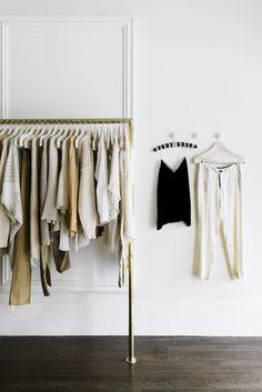 Anteriormente hemos hablado de poner orden en cajones, de ordenar armarios o de simplificar el contenido de los mismos. Pero para poder organizar cualquiera de ellos, tenemos que pasar por un momen…