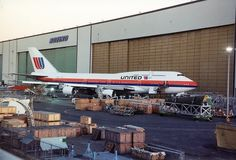 Brand new United Airlines Boeing 747-400 (N174UA) at Paine Field in 1989