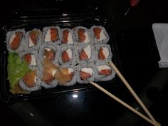 uramaki with philadelphia cream cheese... what a pin!