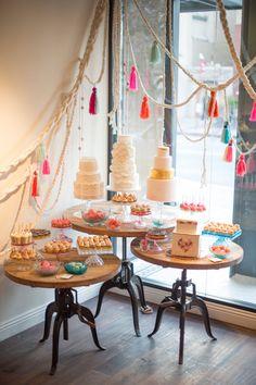 Fun display 마크라메 десертные столы, десертный стол 및 свадьба. Lila Party, Festa Party, Buffet Dessert, Dessert Tables, Dessert Stand, Cake Table, Dessert Bars, Sweet Corner, California Wedding Venues