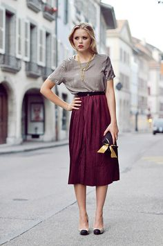 This skirt length is so tricky, but this look is gorgeous.