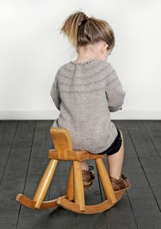Jakke Knitting For Kids, Knitting Projects, Baby Knitting, Knitting Patterns, Knitting Ideas, Cute Babies, Baby Kids, Toddler Cardigan, Cardigan Design
