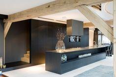 Generaal Urquhartlaan 43 Oosterbeek, The Netherlands modern kitchen Black Kitchens, Home Kitchens, Kitchen Black, Style At Home, Küchen Design, House Design, Interior Architecture, Interior Design, Beautiful Architecture