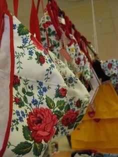 (little girl swedish bonnets.)   Leksandshättor, både originalet och från Emy Little