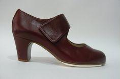 https://www.tamaraflamenco.com/es/zapatos-de-flamenco-profesionales-4 Zapato profesional de flamenco Begoña Cervera Modelo  Velcro piel burdeos