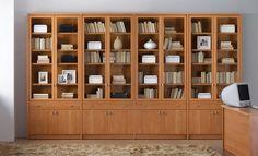 Estudio y Oficina Estanteria cerezo vitrina a medida ideal para todos tus libros. Ref: EyO1 Mobelinde - Muebles a medida Barcelona. Fábrica y tiendas. Fabricación propia de muebles juveniles, armarios, dormitorios, salones, mesas y sillas, estudio y oficina, cocina, complementos.