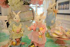 coelhos da páscoa de cerâmica/porcelana em tons candy color com ovos de páscoa