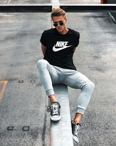 GQ Fashion — More Men's Fashion & Lifestyle At… GQ Fashion – Mehr Herrenmode & Lifestyle bei … Dope Fashion, Minimal Fashion, Daily Fashion, Mens Fashion, Street Fashion, White Converse Outfits, Converse All Star, Modern Outfits, Stylish Outfits