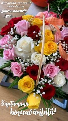Animated Gif, Flower Art, Beautiful Things, Flower Arrangements, Bouquet, Roses, Table Decorations, Wallpaper, Home Decor
