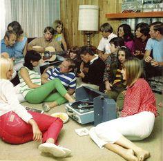 "universalkeys: "" The Beach Boys hangin' out "" Carl Wilson, Brian Wilson, Vinyl Record Art, Vintage Vinyl Records, 60s Music, Music Like, Lovers Tumblr, Jazz, Mike Love"