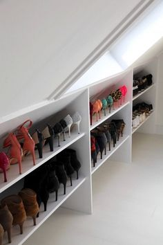 the layout of a sloping dressing room with storage cabinet for ch … the layout of a sloping dressing room with storage cabinet for shoes with shelves – Small Dressing Rooms, Dressing Room Decor, Dressing Room Closet, Dressing Room Design, Dressing Cupboard, Loft Conversion Dressing Room, Loft Conversion Bedroom, Attic Conversion, Loft Conversion Layout