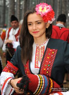 20151015 - Bulgaria By friend of FB Native American Models, Beauty Around The World, Folk Costume, People Of The World, Happy Women, World Cultures, Colorful Fashion, Belle Photo, Traditional Dresses