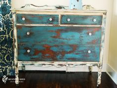 Chalk Painting Lovely Milk Paint Vs Chalk Paint Miss Mustard Seed Shabby Chic Living Room, Shabby Chic Interiors, Shabby Chic Kitchen, Shabby Chic Furniture, Shabby Chic Decor, Distressed Dresser, Distressed Furniture, Rustic Dresser, Furniture Makeover