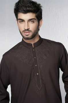 Bonanza Garments launched Bonanza Men Kurta Shalwar Suits for Eid 2014 at stores nationwide. Bonanza Men Kurta Dresses made with cotton and other fabrics in beautiful colors. Bonanza Men Kurta Shalwar Suit Price are affordable by common man also. Smart Casual Suit, Smart Casual Menswear, Kurta Designs, Gents Kurta Design, Fashion Blog Names, Mens Shalwar Kameez, Mens Ethnic Wear, Indian Men Fashion, Male Fashion