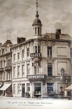 Aan de gevel van het kantoorgebouw van de Gazet van Antwerpen, Nationalestraat, aan de zijde van de Augustijnenstraat werd in 1891 een madonnabeeld geplaatst. Bij de verhuis van de krant in 1989 naar de Katwilgweg op Sint-Anna (Linkeroever), werd het piëteitsvol meegenomen. Op de koer van de nieuwe gebouwen kwam het op een sokkel te staan. Bij het verlaten van de gebouwen aan de Katwilgweg zocht men tevergeefs naar een herbestemming in de omgeving van de eerste locatie.