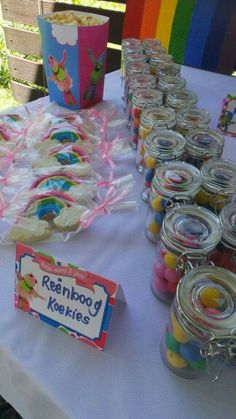 Dizzy Dino Party Printables in action. Lollos en lettie buffet labels and popcorn boxes. 2nd Birthday, Birthday Ideas, Birthday Parties, Popcorn Boxes, Word 2, Girl Themes, Equestria Girls, Party Printables, Girls Bedroom