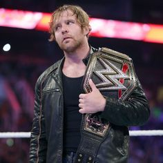 Dean Ambrose feiert seinen WWE World Heavyweight Championtitel: Fotos