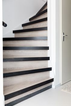 Afl 9 make-over Modern Lodge, Basement Stairs, Stairway To Heaven, Stair Railing, Industrial House, Stairways, Entrance, Sweet Home, New Homes