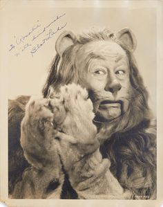 Bert Lahr in The Wizard of oz as Cowardly Lion Photo 003 Wizard Of Oz Movie, Wizard Of Oz 1939, Classic Hollywood, Old Hollywood, Hollywood Theme, Cowardly Lion Costume, Bert Lahr, Land Of Oz, Tin Man