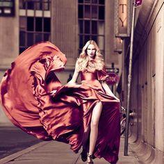 Valeria Dmitrienko, with photography by Rony Shram for Modern Luxury. Moda Wallpaper, Wallpaper Für Desktop, Windows Wallpaper, Desktop Backgrounds, Wallpapers, Look Fashion, Fashion Show, High Fashion, Fashion Glamour