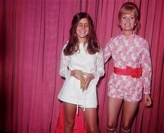 Carrie Fisher with her mother Debbie Reynolds (1973)pic.twitter.com/vnirfh59YT