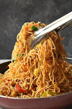 Make this Chinese takeout menu dish- Chinese Chow Mein at home under 30 mins Chow mein sauce stir-fry veggies and chicken makes this Chicken Chow Mein the better than takeout menu Chicken Chow Mein Noodles Recipe, Chow Mein Sauce Recipe, Chow Mein Noodle Recipe, Chicken Chow Mein Recipe Easy, Crispy Chow Mein Noodles, Homemade Chinese Food, Easy Chinese Recipes, Asian Recipes, Easy Recipes