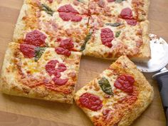 I'm gonna try to make this pizza. The Pizza Lab: No-Roll, No-Stretch Sicilian-Style Square Pizza at Home Empanadas, Sicilian Style Pizza, Pizza Recipes, Cooking Recipes, Square Pizza, New Pizza, Pizza Pizza, Perfect Pizza, Serious Eats