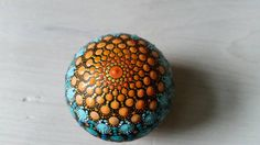 Sieh dir dieses Produkt an in meinem Etsy-Shop https://www.etsy.com/de/listing/513603231/handpainted-handbemalter-mandala-stone