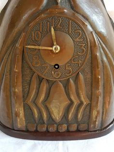 Amsterdam School mantel clock in burnished and hammered copper case - Catawiki