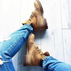 Welcome back my honey bea 🍯 #hello#helloworld#goodmorning#morning#thursday#boots#timberland#timberlandboots#honey#camel#rippedjeans#fashion#fashionista#fashionblog#instafashion#instafashionist#instagood#instaday#instaphoto#instadaily#instalike#
