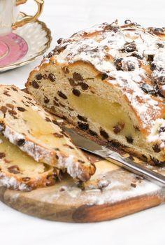 Waarom een Kerstbrood kopen als je hem makkelijk zelf kunt maken? Kijk hoe je dat doet.