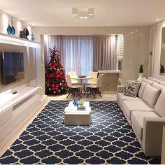 """765 curtidas, 16 comentários - Arq4home (@arq4home) no Instagram: """"Tons neutros na sala de TV integrada à varanda harmonizam com o tapete em azul e Branco nesta sala…"""""""