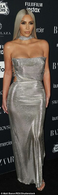 She can do no wrong! She left her light locks and makeup the same, but swapped out her shoes for silver strappy stilettos