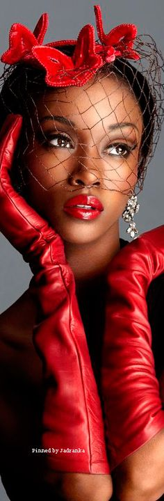 Red Gloves, Splash Photography, Beautiful Lips, Shades Of Red, Fifty Shades, Red Fashion, Color Splash, Red Color, Lady In Red