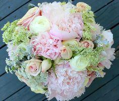 Happy #oneyearanniversary to our newlywed Jordyn!  #thefloralcottageflorist #waybackwednesday #wbw #weddingwednesday #pinkpeonies #bridalbouquet #blushwedding #bridalflowers #louisianabride #louisianawedding #ascensionweddings #nolawedding #batonrougeweddings #neworleanswedding
